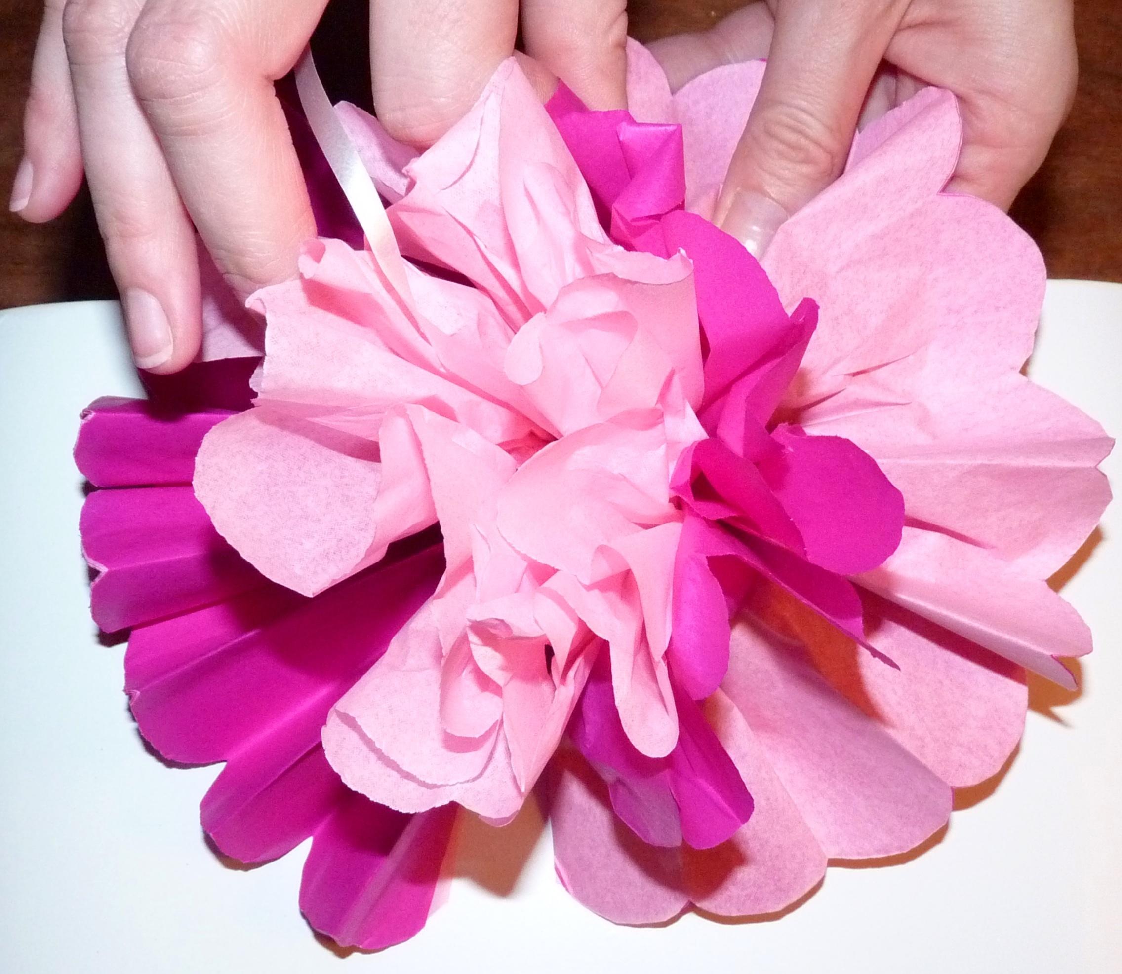 blumen und pompons aus papier herstellen my pink party. Black Bedroom Furniture Sets. Home Design Ideas